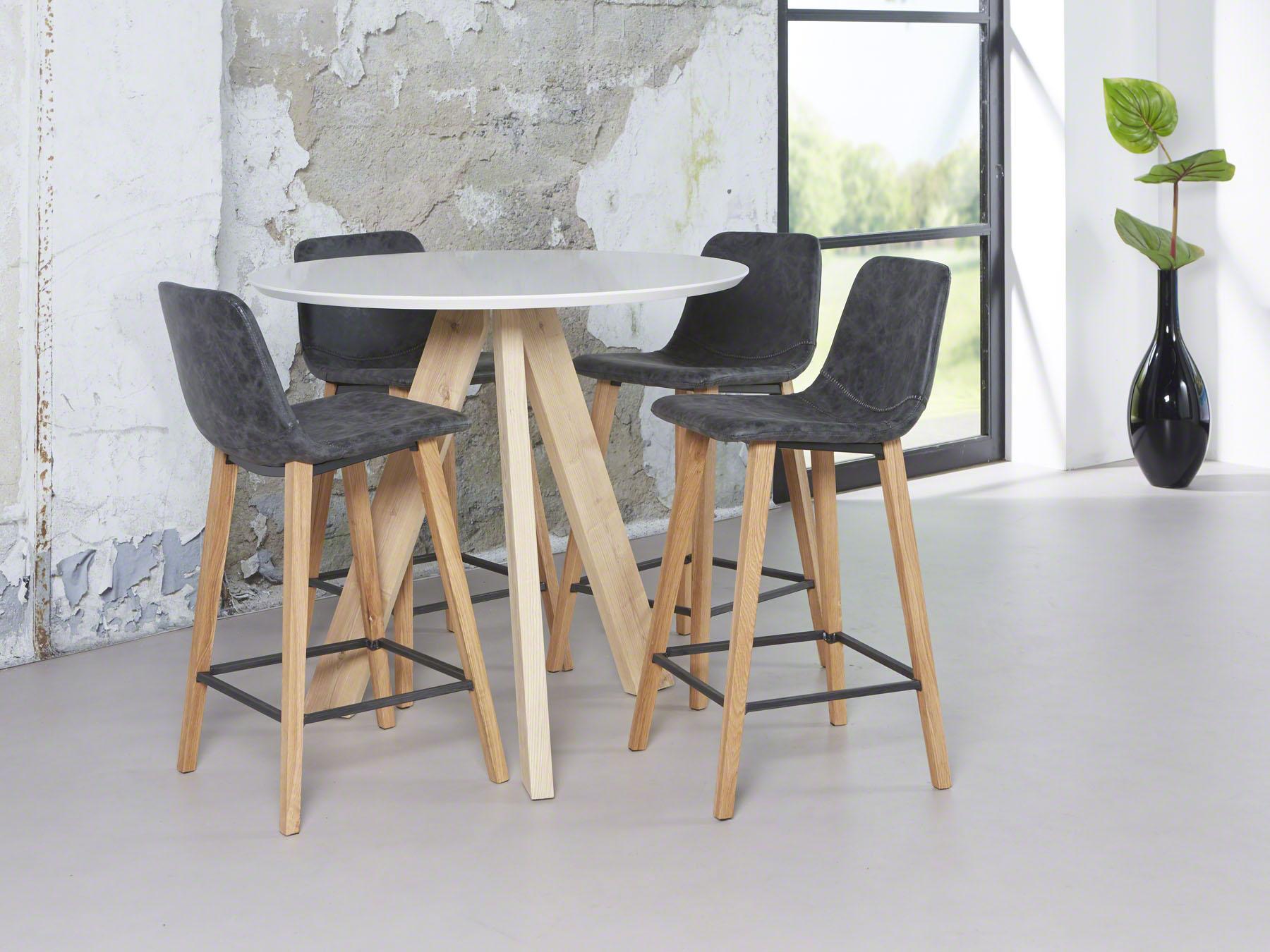 Moderne Witte Barstoelen.Barkruk Met Eiken Poten Zwarte En Witte Hoogglans Meubelen Aktie Wonen Nl